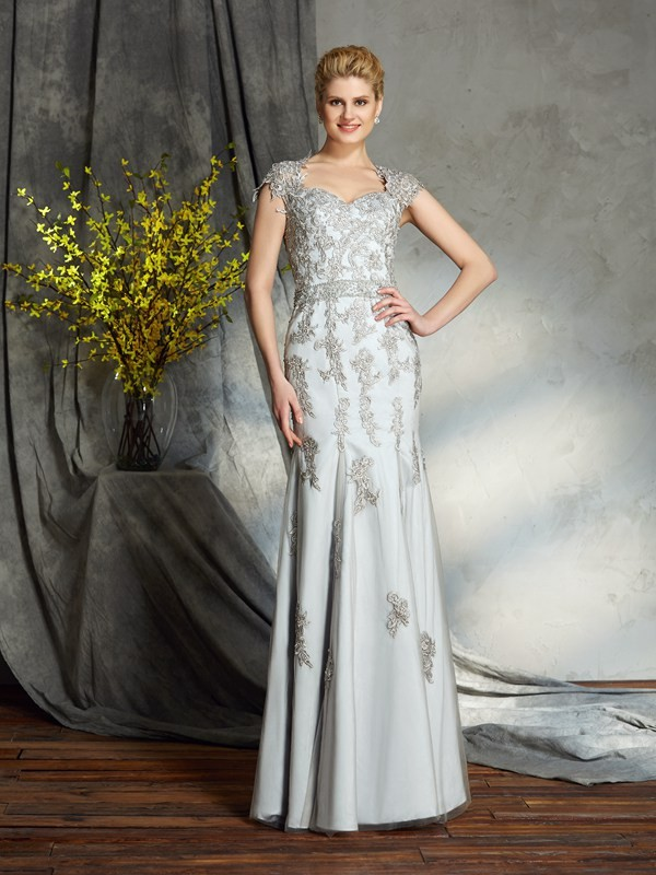 Sheath/Column Sweetheart Sleeveless Long Satin Mother of the Bride Dresses With Applique