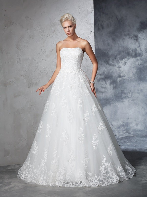 Ball Gown Strapless Lace Sleeveless Lace Court Train Wedding Dresses