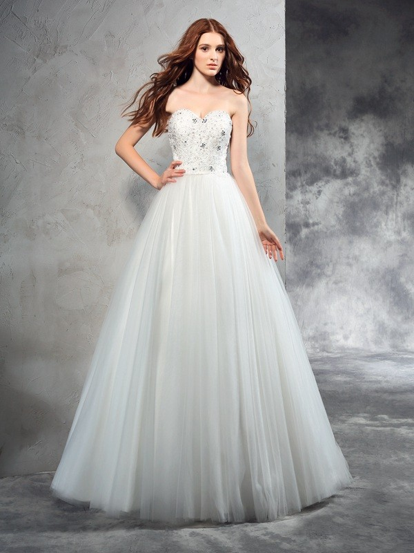 A-Line/Princess Sweetheart Sleeveless Long Net Wedding Dresses With Beading