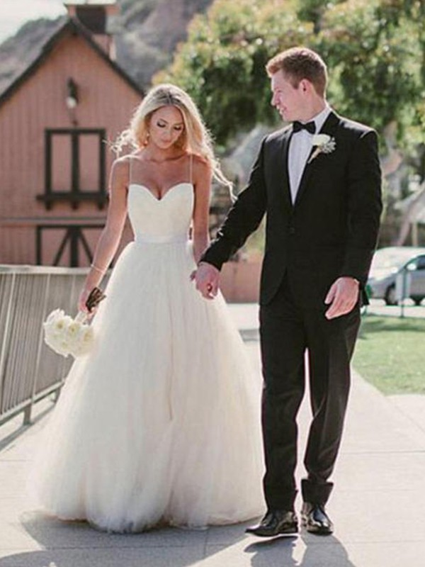 Attractive Ball Gown Sweetheart Sleeveless Sweep/Brush Train Tulle Wedding Dresses