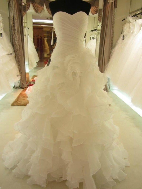 Gorgeous Ball Gown Ruffles Sweetheart Organza Court Train Sleeveless Wedding Dresses