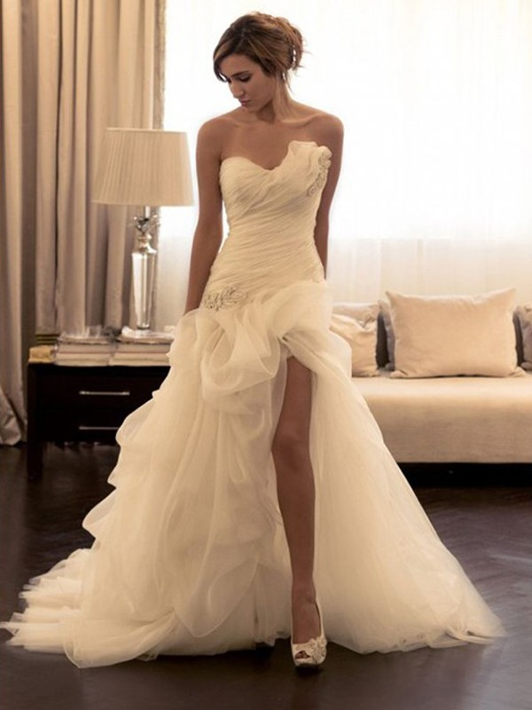 Sweep/Brush Train Ball Gown Organza Sweetheart Sleeveless Wedding Dresses With Beading