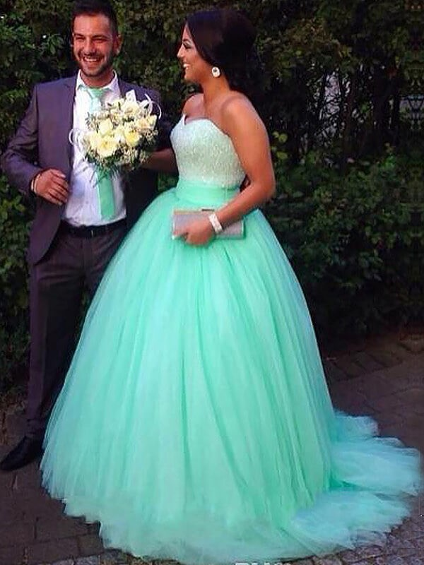 Sweep/Brush Train Ball Gown Sleeveless Sweetheart Tulle Plus Size Dresses With Beading
